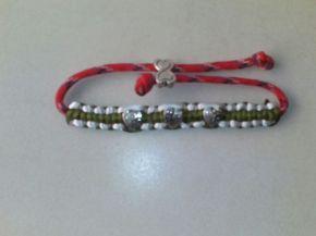 pulsera-roja-y-verde-corazones